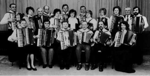Das im Jubiläumsjahr '86 gegründete Manfred-Fritz-Orchester (Leitung: Irmgard Fritz)